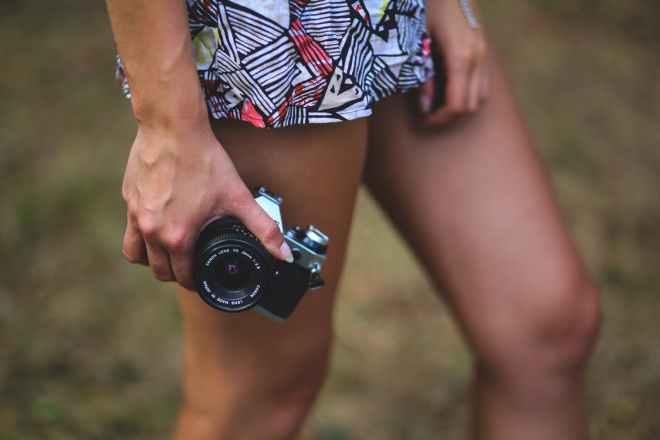 woman-hand-legs-camera